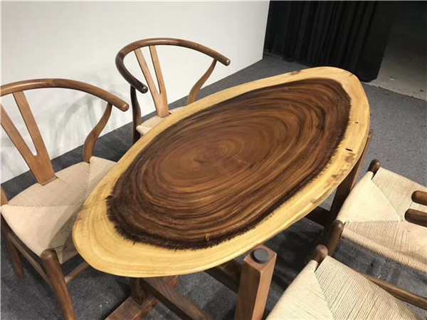 胡桃木餐桌